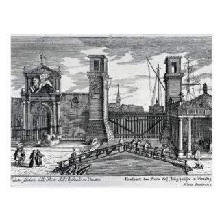 Postal Vista de las puertas en la entrada al arsenal