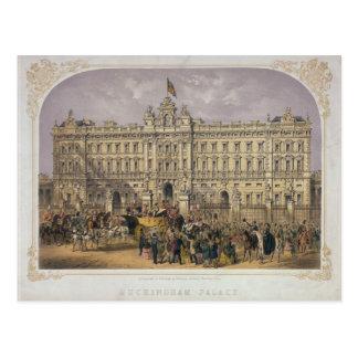Postal Vista del Buckingham Palace con una muchedumbre