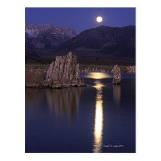 Postal Vista escénica del mono lago fuera de Yosemite 2