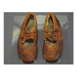 Postal Zapatos perdidos, titánicos