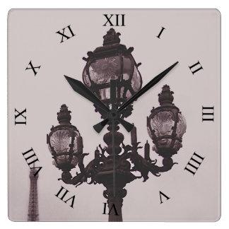 Poste de la lámpara en el reloj del puente de Pont