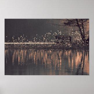 Póster Banco solo por el lago en la madera ligera de oro