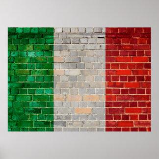 Póster Bandera de Italia en una pared de ladrillo