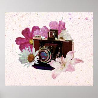 Póster Cámara del vintage con las flores