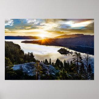 Póster Cielo brillante en la bahía esmeralda el lago