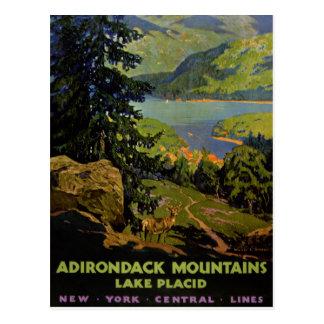 Poster del vintage del Lake Placid de las montañas Postal