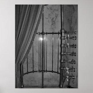 Póster Foto blanco y negro de la ducha de la antigüedad