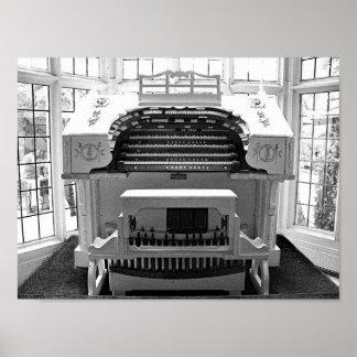 Póster Fotografía negra y blanca del órgano antiguo del