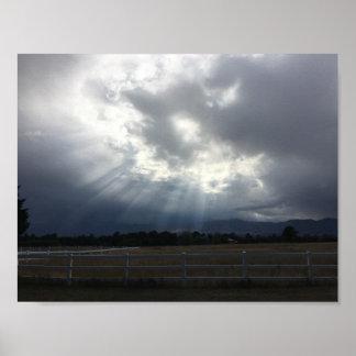 Póster Haces de Sun a través de las nubes