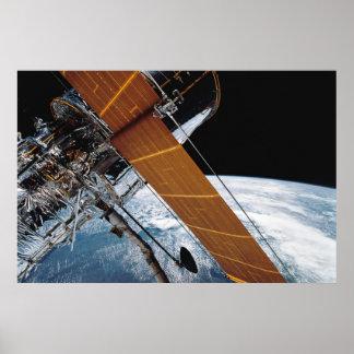 Póster Hubble en la órbita de tierra
