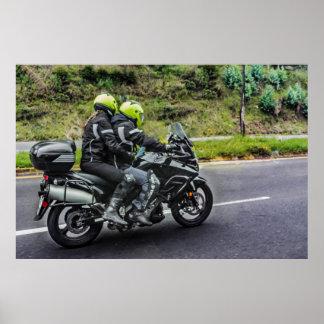 Póster Jinetes de las motocicletas en la avenida