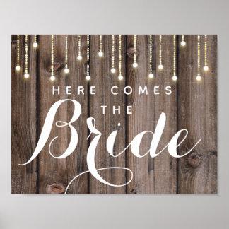 Póster La cadena rústica de luces aquí viene la novia