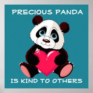 Póster La panda preciosa es buena con otras