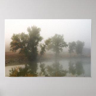 Póster Lago shadow en la niebla