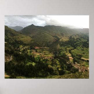 Póster Montañas enormes en Perú