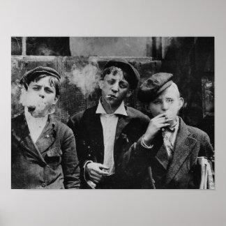Póster Muchachos que fuman los cigarrillos