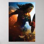 Póster Mujer Maravilla que corre en campo de batalla