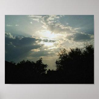 Póster Nubes y árboles hermosos de la fotografía de la