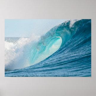 Póster Onda del barril que practica surf que rompe el