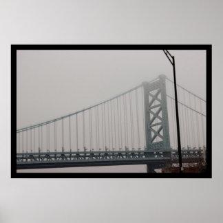 Póster Puente de Ben Franklin debajo de la niebla