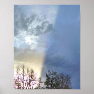 Póster Rayo de la luz del sol, roturas a través de las