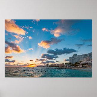 Poster - salida del sol sobre Punta Cancun, México Póster