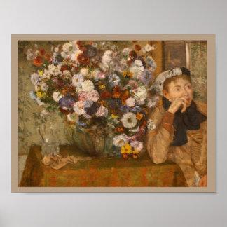 Póster Una mujer asentada al lado de un florero de flores