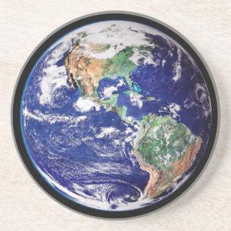 Práctico de costa de la tierra del planeta portavasos
