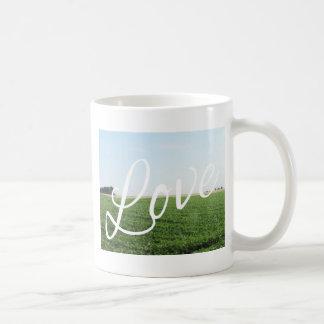 Prado herboso de la naturaleza de la tipografía de taza de café