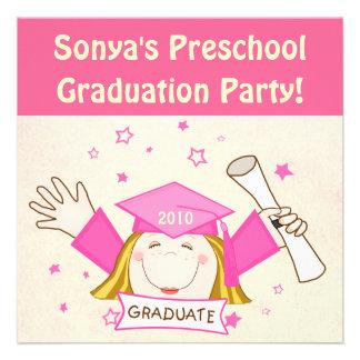 Preescolar de los chicas fiesta de graduación de comunicado