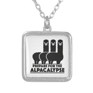 Prepárese para el Alpacalypse Collar Plateado