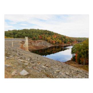 Presa del arroyo de la nutria en otoño postal