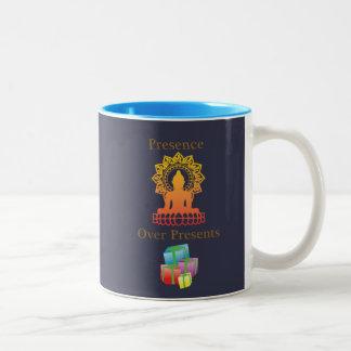 """""""Presencia sobre taza de café de los presentes"""""""