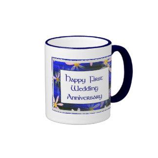 Primer aniversario de boda feliz taza de café