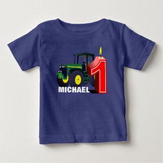 Primer cumpleaños personalizado del tractor verde camiseta de bebé