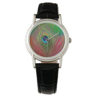 Primer de la pluma del pavo real reloj