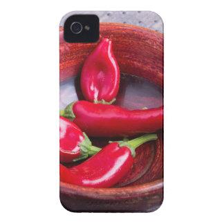 Primer de la visión en las pimientas de chile rojo funda para iPhone 4 de Case-Mate