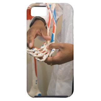 Primer de un doctor del estudiante que estudia la  iPhone 5 Case-Mate funda