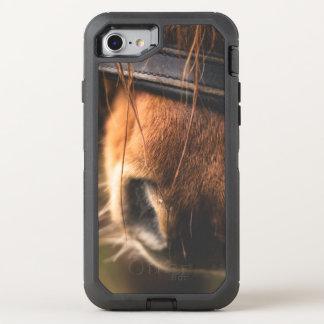 Primer de una nariz linda del caballo de Brown Funda OtterBox Defender Para iPhone 8/7