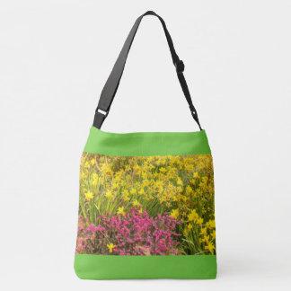 primer del coloreado florecimiento en la bolsa