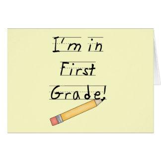 Primer grado alineado del papel y del lápiz tarjeta de felicitación