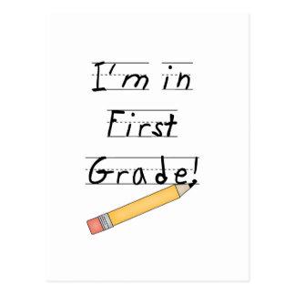 Primer grado alineado del papel y del lápiz postal