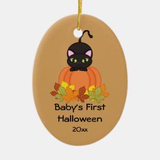 Primer ornamento del gato negro de Halloween del