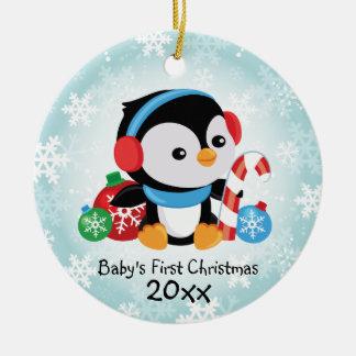Primer ornamento del pingüino del navidad del bebé adorno navideño redondo de cerámica