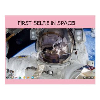 ¡Primer selfie en espacio! Postal