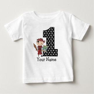 Primera camiseta del pirata del muchacho del
