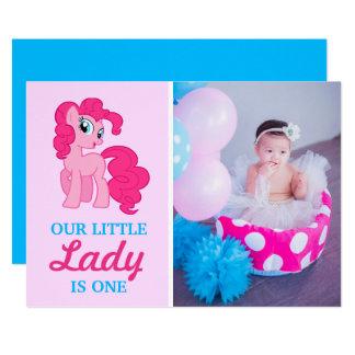 Primera fiesta de cumpleaños de la niña rosada invitación 12,7 x 17,8 cm