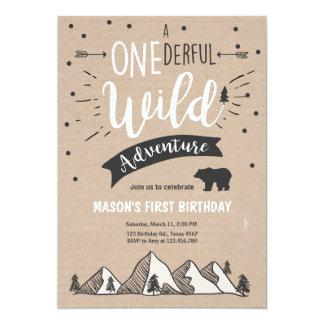Primera invitación una Brown del cumpleaños de la