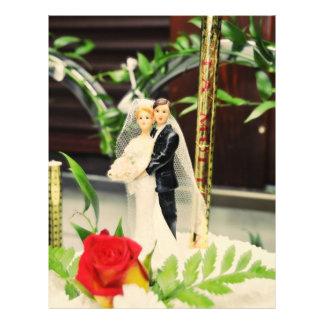 Primero del pastel de bodas de novia y del novio tarjetón