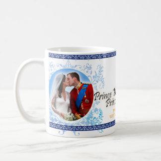 Príncipe Guillermo y taza real del boda de Kate